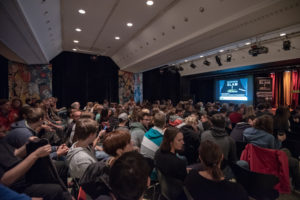 Publikum beim Science Slam im Jubez Karlsruhe